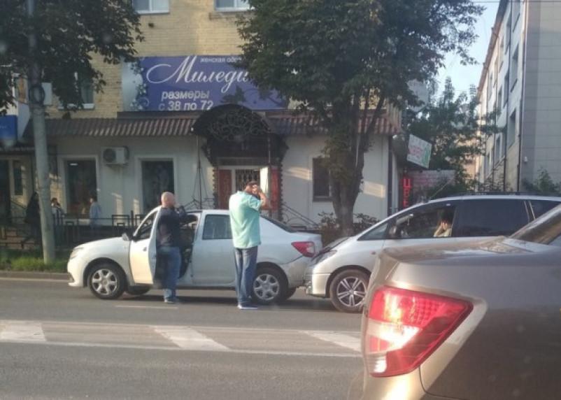 В Смоленске на Кирова «Мицубиши» протаранил «Рено»