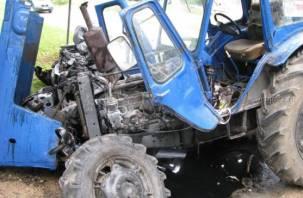 В Смоленской области «Беларус» и иномарка не поделили дорогу
