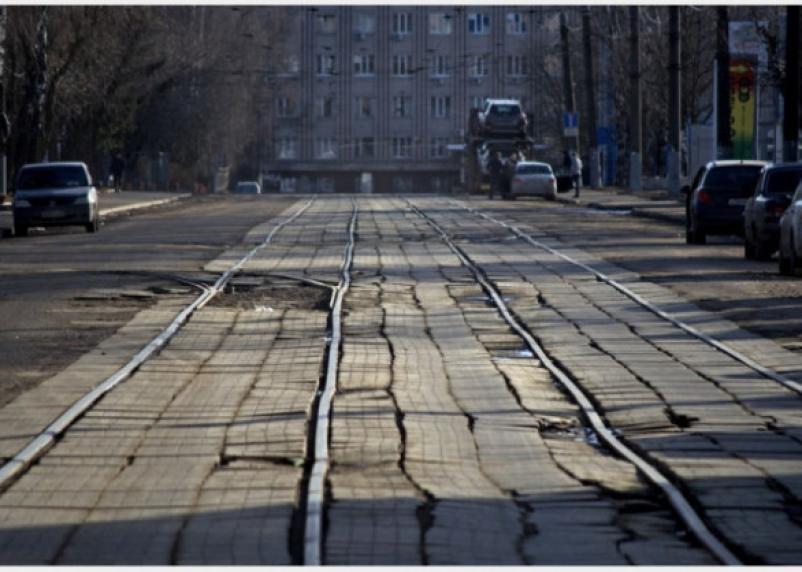 По Трамвайному проезду в Смоленске ограничат движение на две недели
