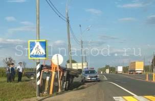 В Смоленской области на М-1  грузовик вылетел в кювет и опрокинулся