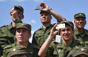 Российским военным запретят обсуждать службу в соцсетях