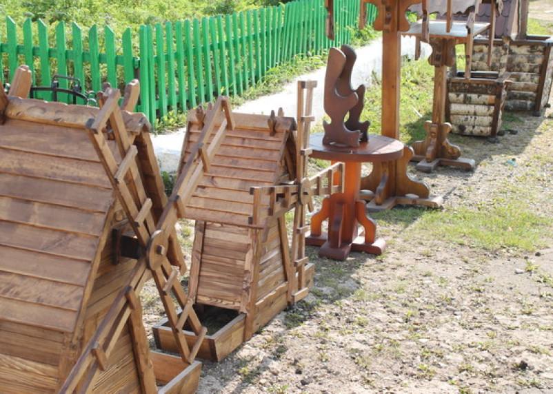 Смоленские несвободные мастера освоили садовую мебель