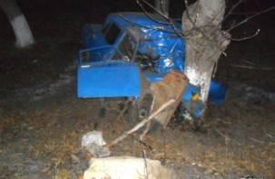 В Смоленской области Москвич влетел в иномарку, а затем в дерево