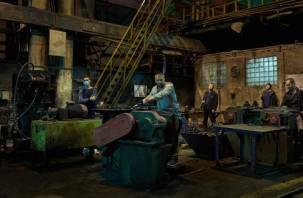 Рабочие взяли в заложники директора, который обанкротил смоленский завод
