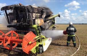 «Водитель успел выпрыгнуть». Подробности пожара со сгоревшим комбайном