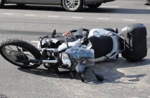 В Духовщинском районе водитель УАЗа опрокинул 52-летнюю мотоциклистку