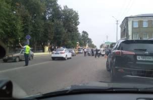 Момент аварии с машиной такси в центре Рославля попал на видео