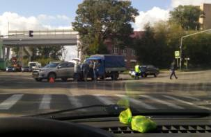 Опять там же: в Смоленске на «излюбленном» автомобилистами месте столкнулись машины