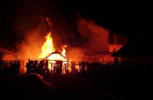 Ночной пожар встревожил жителей Смоленской области