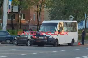 В Смоленске Газель протаранила автомобиль