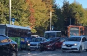 «Проезд затруднен». В Смоленске ДТП парализовало движение трамваев