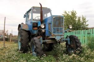 Хотел доехать до деревни. У смолянина украли трактор за 700 тысяч