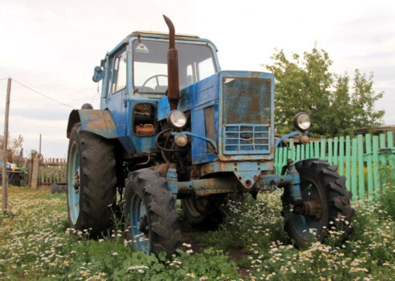 Пьяный смолянин угнал трактор, но далеко проехать не смог