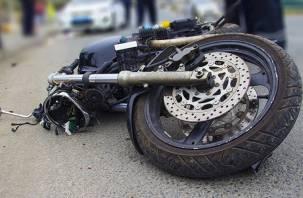 В Сафонове выехавший на «встречку» лихач сбил мотоциклиста