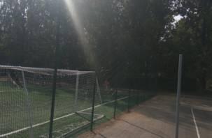 В Смоленске разваливается площадка возле школы 11