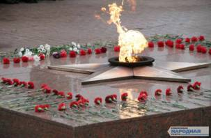 В Смоленске прошел торжественный митинг у Вечного огня