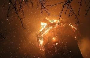 В Рославльском районе случился пожар на водонапорной башне