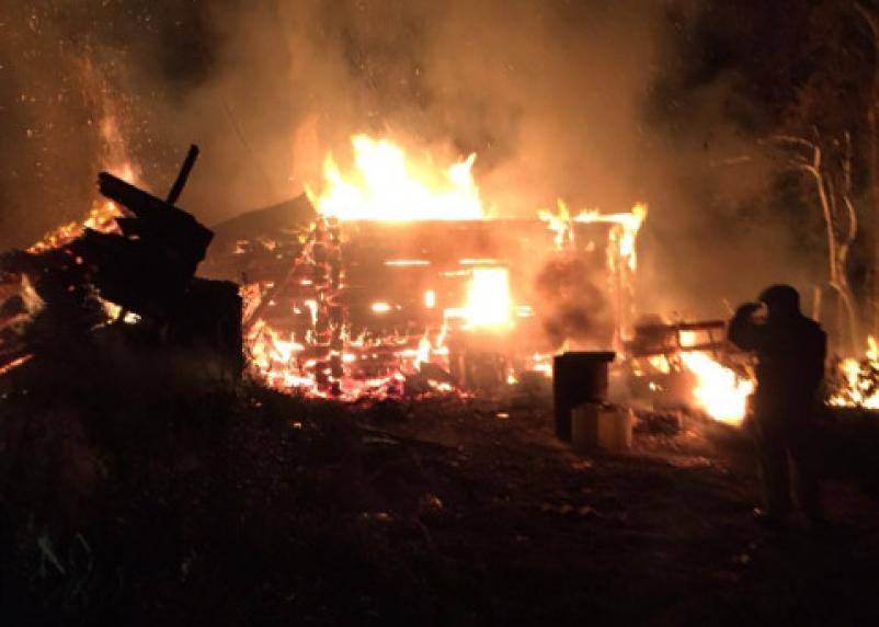 Под Смоленском ночью сгорели два жилых дома
