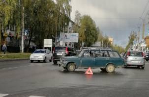 В Смоленске на Николаева ДТП спровоцировало пробку