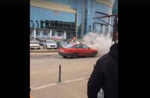 В Смоленске загорелась машина