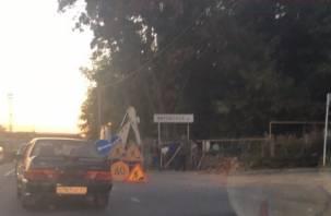 Смоленские власти объяснили, почему «рухнула» стена Тихвинского кладбища