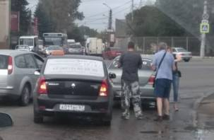 В Смоленске таксисты не поделили дорогу