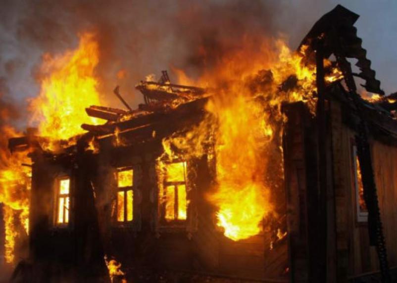 Трое смолян подожгли дом. Нужен был металл в подвале