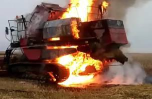 В Починковском районе сгорел комбайн