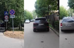 В Смоленске родители школьников воюют с горе-парковщиками
