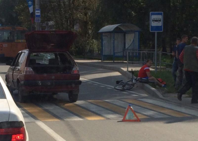 В Смоленске велосипедиста сбили на пешеходном переходе