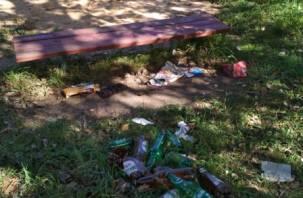 «В ЧС свино-людей». Смоляне жалуются на кучи мусора рядом с жилыми домами
