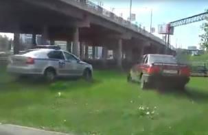 Стрельба прямо в центре города: в Сети появилось видео, как ГАИ гонялась за авто со смоленскими номерами