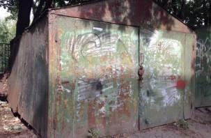 В Промышленном районе Смоленска требуют снести нелегальные гаражи