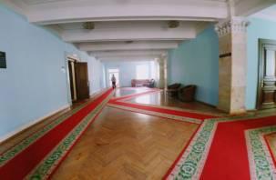 Смоленская область оказалась в лидерах по числу чиновников в ЦФО