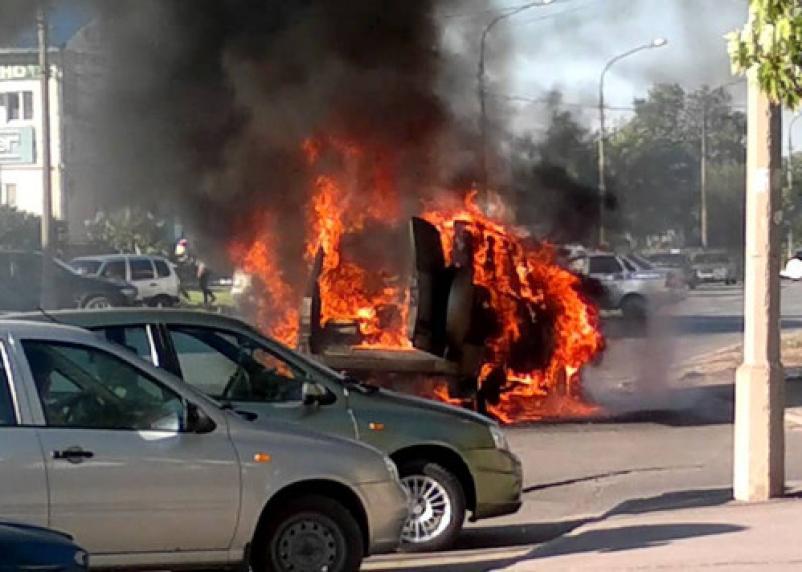 В Хиславичах сгорела иномарка