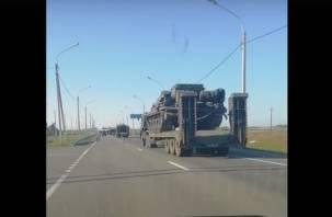 «По ходу к войне готовимся». На смоленских дорогах замечена огромная колонна военной техники