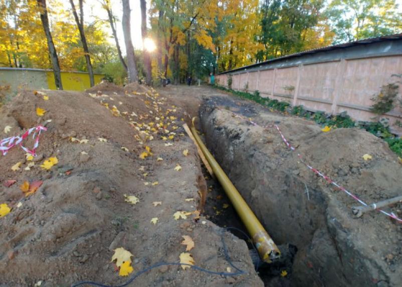 В Смоленске газовую трубу закопали вместе с костями павших воинов