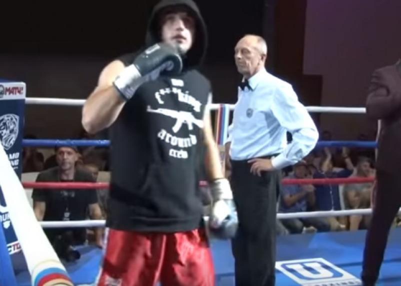 Смоленский боксер сразится с олимпийским чемпионом