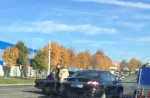 В Смоленске авария затрудняет движение транспорта
