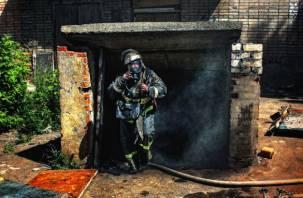 В Вязьме во время пожара в гараже пострадал мужчина