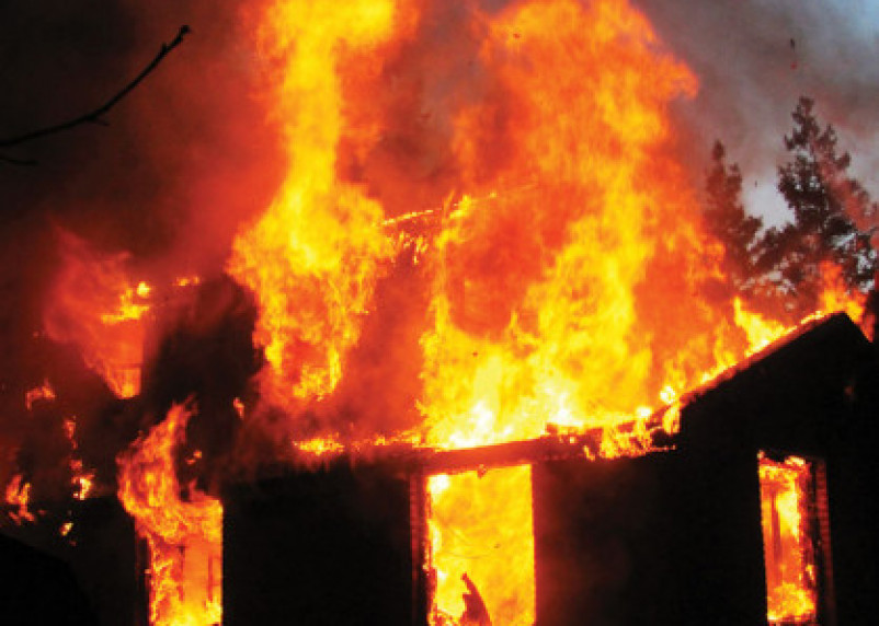 Смолянин получил ожоги в горящей сторожке