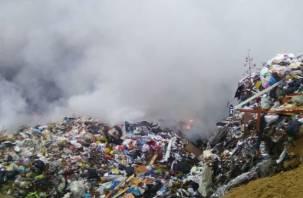 Спасатели выехали на место горящего полигона в Смоленской области