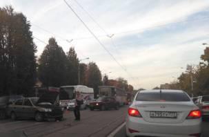 Трамваи снова встали. Авария на улице Фрунзе собирает вечернюю пробку в Смоленске