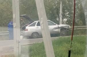 На месте аварии на улице Седова в Смоленске работает «скорая»: в Сети появилось видео