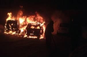 Ночью на Киселёвке в Смоленске загорелись две машины