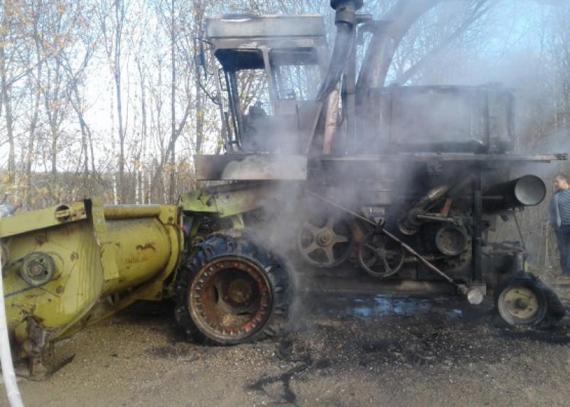 В Смоленской области на ходу загорелся комбайн
