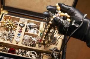 У смолянки исчезло из квартиры золото на 175 тысяч рублей
