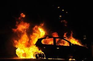 В центре Смоленска сгорела иномарка