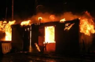 В Ярцеве сгорели четыре строительных бытовки