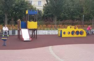 Не прошло и месяца. На набережной Смоленска привели в порядок детскую площадку